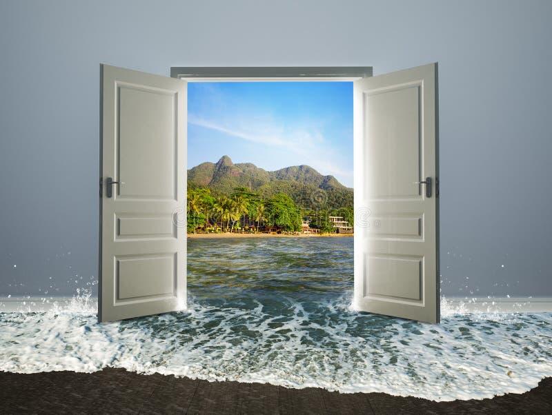 Drzwi otwarty plaża zdjęcie royalty free