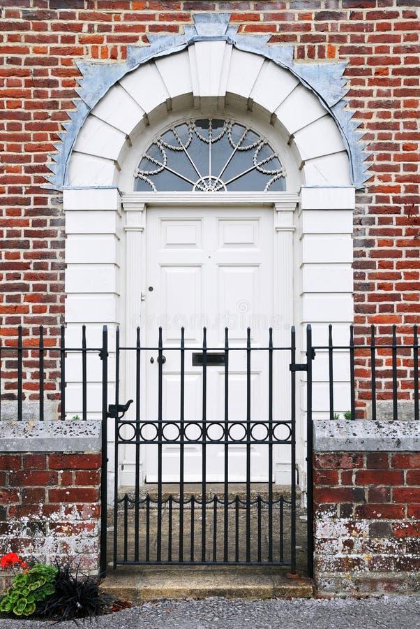 drzwi przodu domu miasteczko zdjęcie royalty free