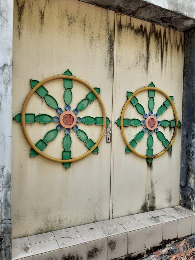 Drzwi przy Kek Lok Si świątynią Penang zdjęcia stock