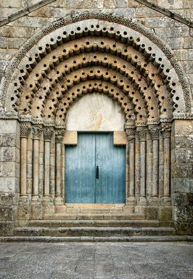 Drzwi romantycznego klasztoru Sao Pedro de Ferreiry fotografia stock