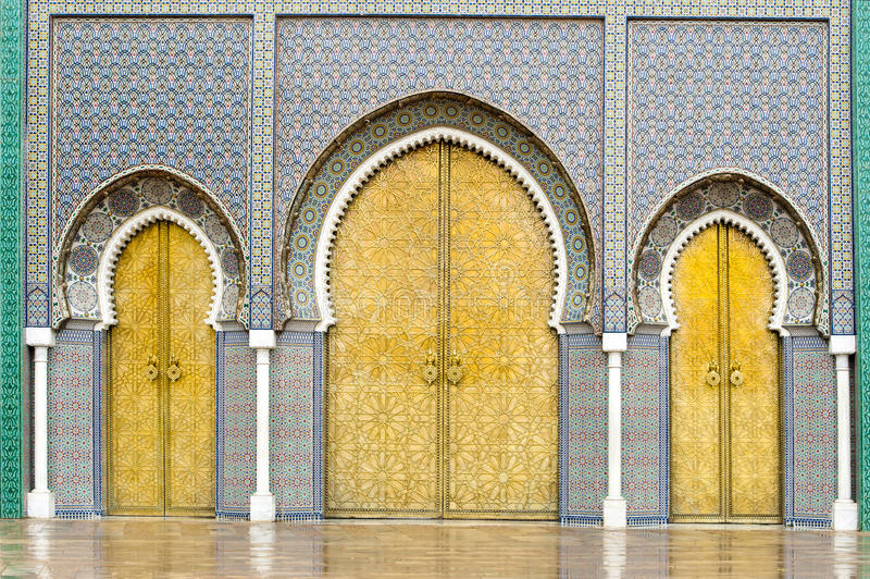 Drzwi Royal Palace w Fes, Maroko fotografia royalty free