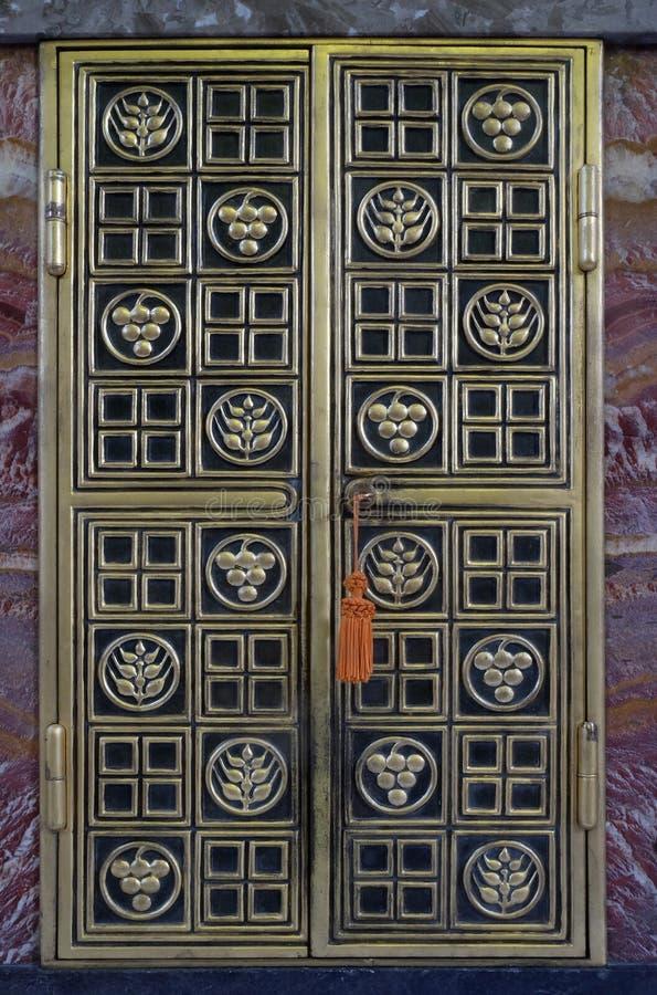 Drzwi tabernacle na głównym ołtarzu w Świątobliwym Blaise kościół w Zagreb zdjęcie royalty free