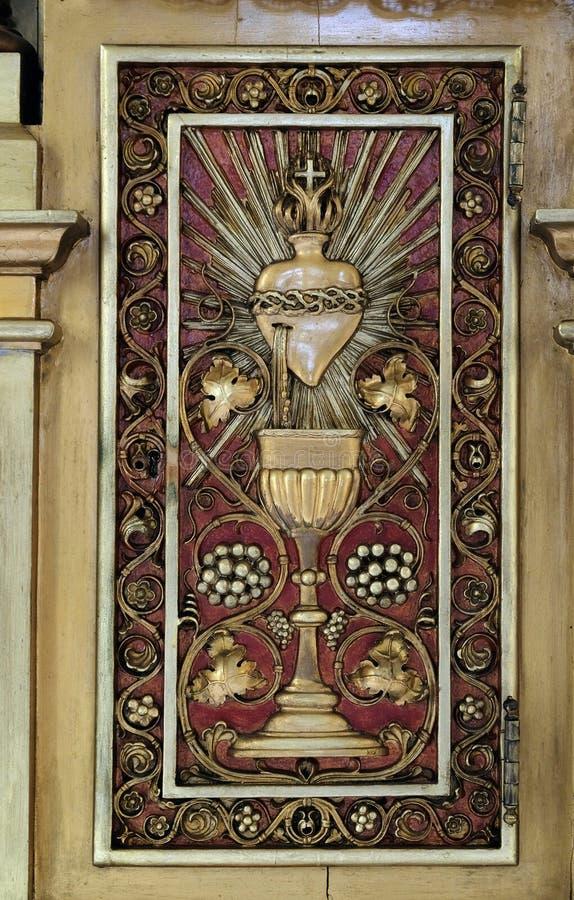 Drzwi Tabernacle na głównym ołtarzu w kościół Saint Martin w Zagreb obraz stock