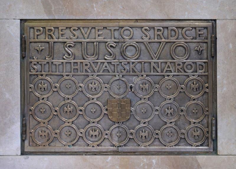 Drzwi tabernacle na ołtarzu Święty serce Jezus w Świątobliwym Blaise kościół w Zagreb obraz royalty free