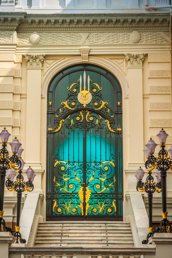 Drzwi uroczysty pałac Bangkok Tajlandia fotografia royalty free
