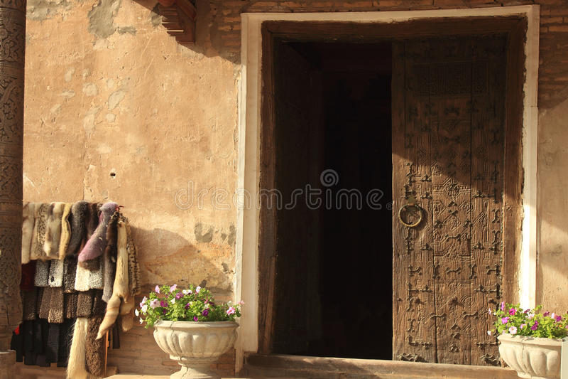 Drzwi w Ichan Kala w Khiva mieście, Uzbekistan zdjęcie stock