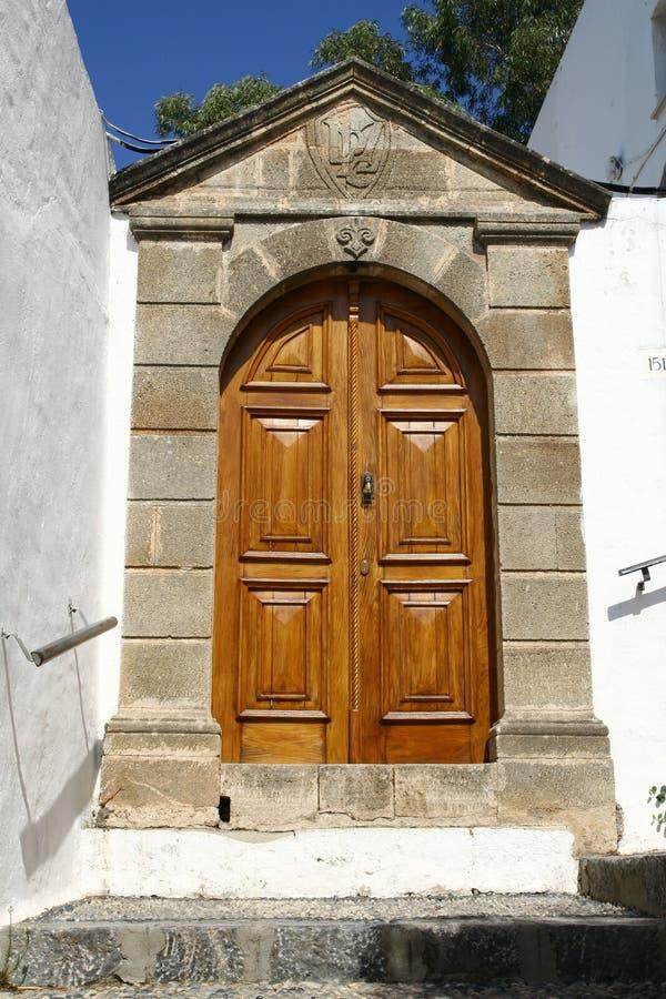 Drzwi w Lindos miasteczku w Rhodes wyspie fotografia royalty free