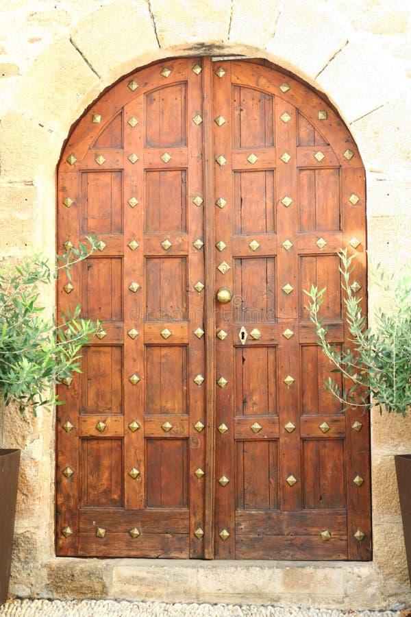 Drzwi w Lindos miasteczku w Rhodes wyspie zdjęcie royalty free