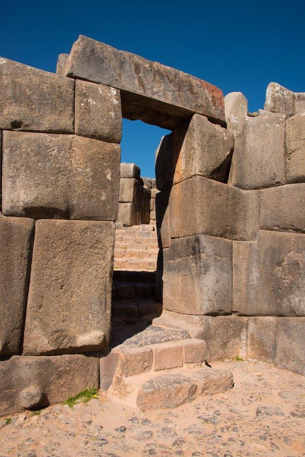 Drzwi w Sacsayhuaman, archeological inka miejsce fotografia stock