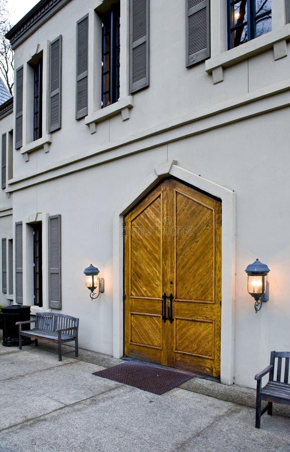 drzwi wejściowa wytwórnia win drewniana zdjęcia royalty free