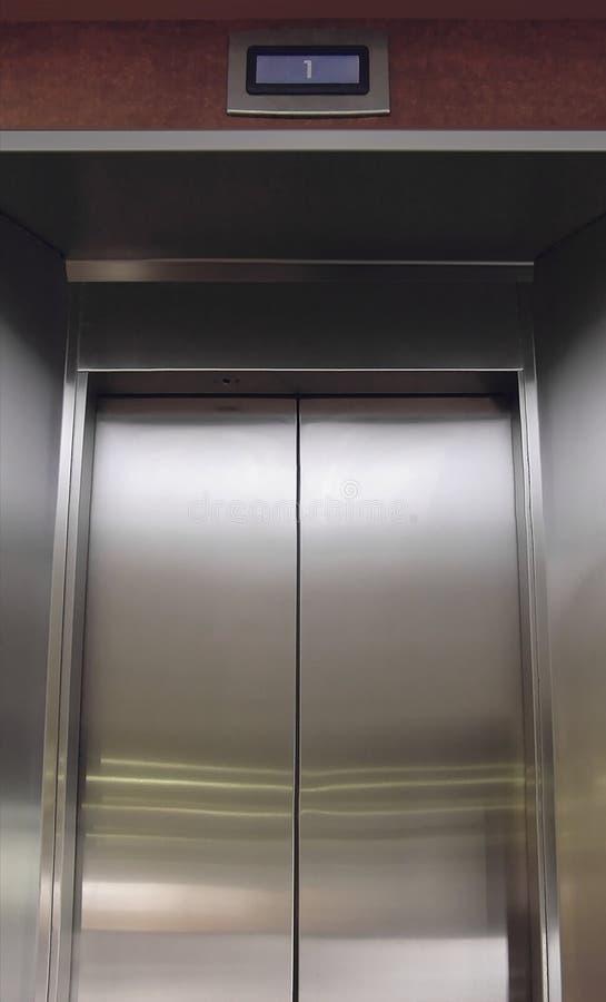 drzwi windy ze stali nierdzewnej zdjęcie royalty free