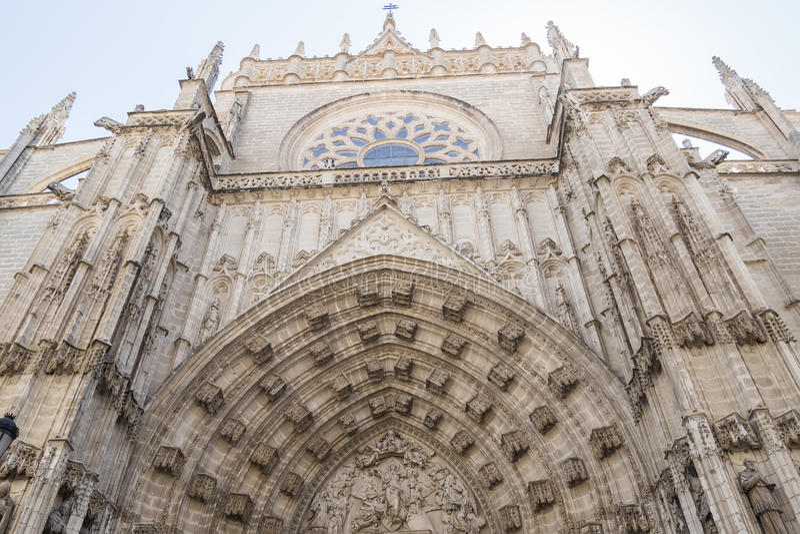 Drzwi wniebowzięcie Sevilla katedra w Hiszpania zdjęcia royalty free