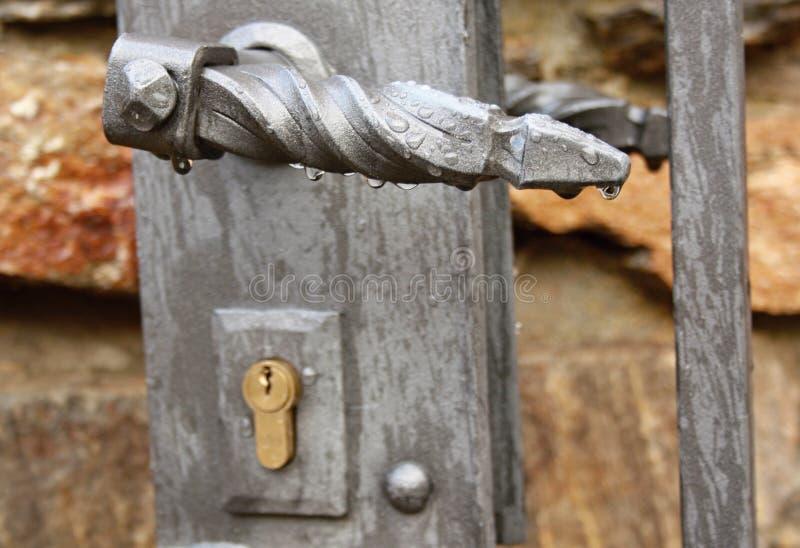 Drzwiowa rękojeść z raindrops obrazy royalty free