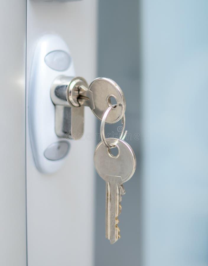 Drzwiowego k?dziorka witj wpisuje makro- strza? - nieruchomo?ci poj?cie zdjęcia stock
