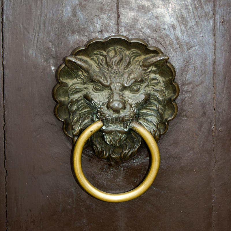 Download Drzwiowego knocker lew obraz stock. Obraz złożonej z mosiądz - 27163975