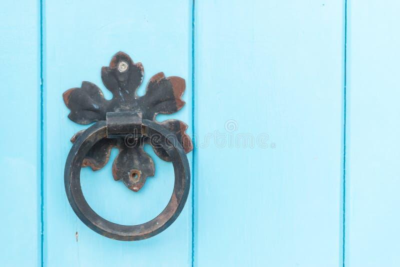 drzwiowej rękojeści knocker metal stary obraz stock