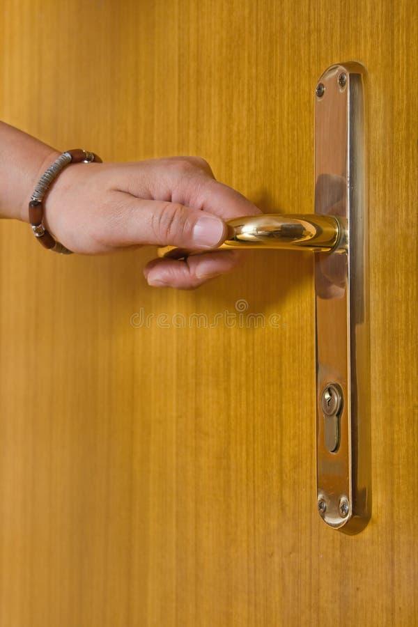 drzwiowej rękojeści mienia osoba obrazy stock