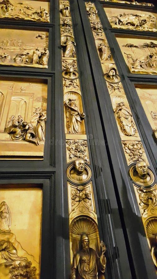 Drzwiowi reliefowi szczegóły st Giovanni baptysterium w Florence obraz stock
