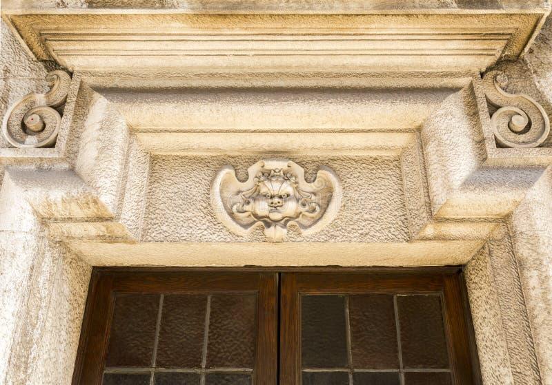 Drzwiowy architraw lub epistyl zdjęcia stock