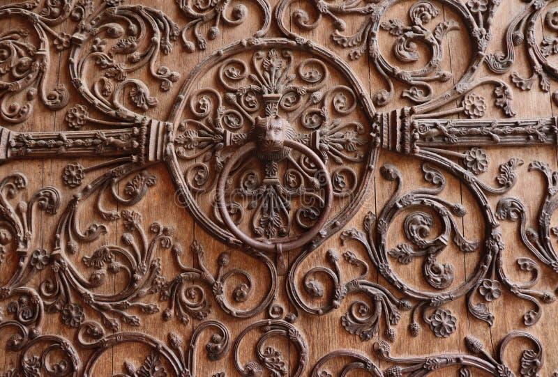 Drzwiowy knocker przy Notre Damae katedr? w Pary? zdjęcie stock