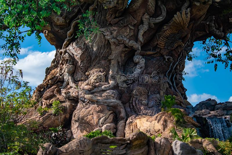 Dschungel-Tiere geschnitzt im Baum des Lebens im Tierreich bei Walt Disney World lizenzfreies stockfoto