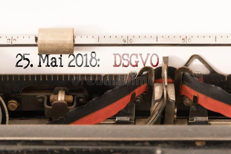 DSGVO-EU Datenschutz Grundverordnung, reglering för skydd för allmänna data och avslutningdatum som är skriftliga på tappningskri arkivbild