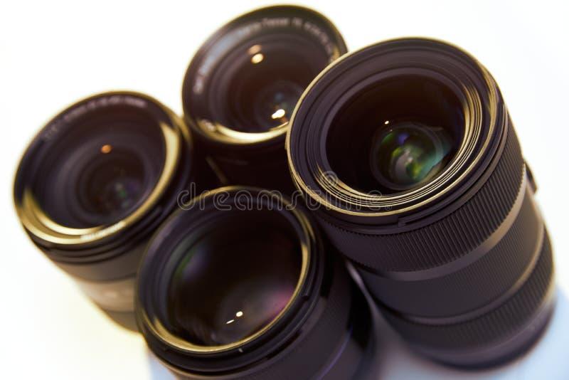 DSLR透镜演播室射击在白色背景隔绝的 免版税库存图片