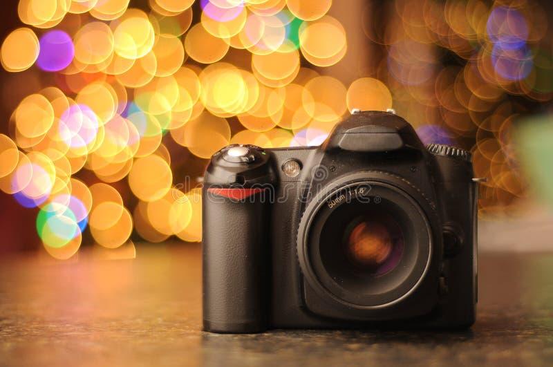 DSLR Kamera mit Bokeh Hintergrund stockfotografie