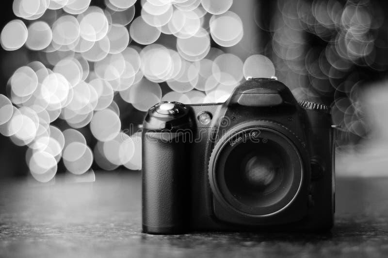 DSLR Kamera mit Bokeh Hintergrund lizenzfreie stockfotografie