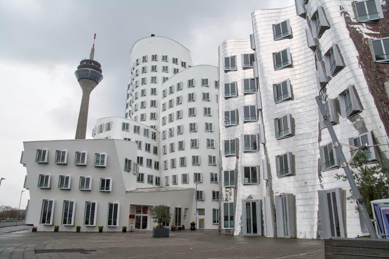 Dsseldorf Gehry Bauten на утре 201 overcast сером пасмурном тихом стоковые изображения