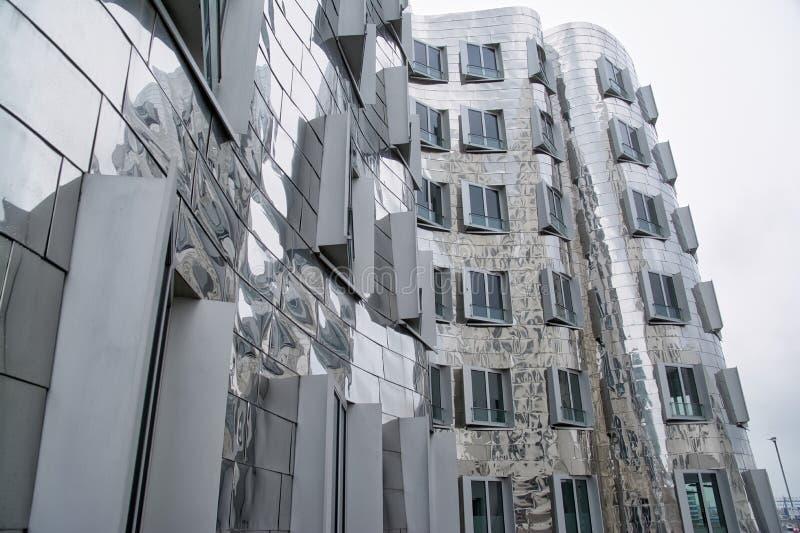Dsseldorf Gehry Bauten на утре 201 overcast сером пасмурном тихом стоковое изображение rf