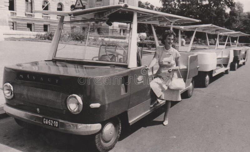 DT00037匈牙利,德布勒森1960年` s Mà  VAUT -旅游运输的公共汽车-黑白葡萄酒照片 免版税库存照片
