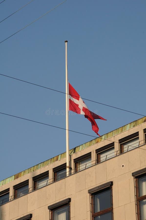 DUŃSKA flaga PRZY HAï ¿ ½ F MAST_CHILD_SOCIAL ministerstwem obrazy stock