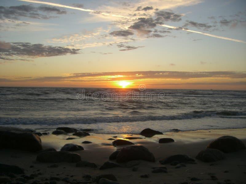 Duńska plaża w świetle lato zmierzchu Hirtshals, północny Dani fotografia stock