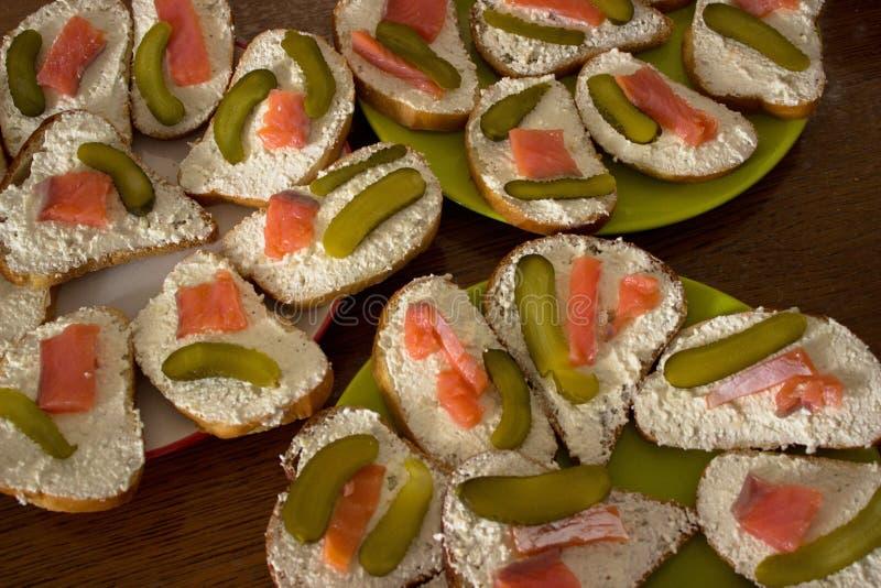 Duńskie Smorrebrod zdrowe otwarte kanapki fotografia stock