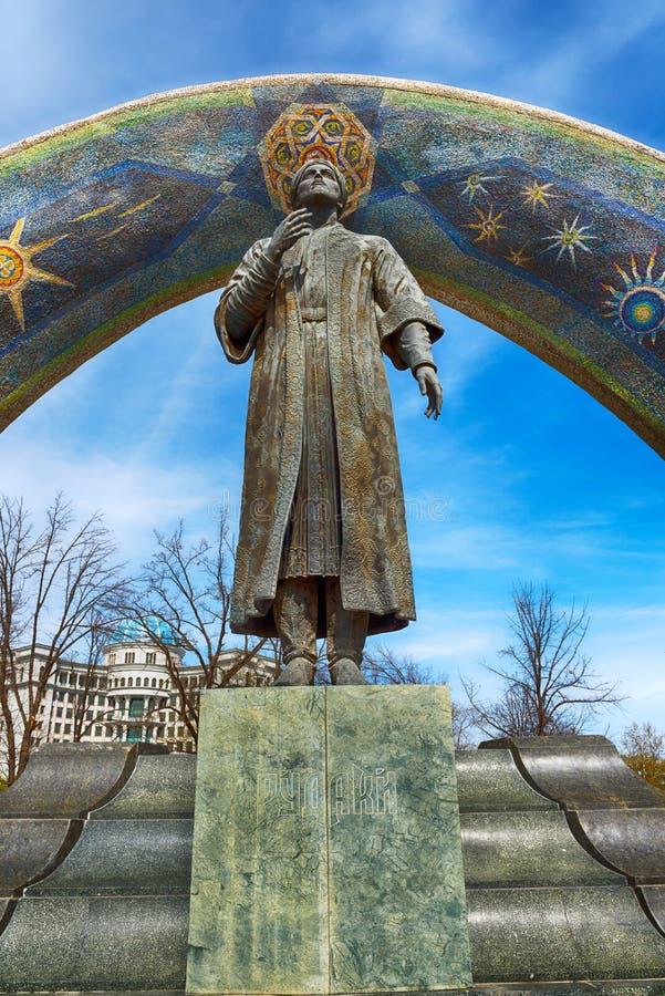 DUŠANBE, TAJIKISTAN-MARCH 15,2016; Il monumento di Rudaki nel centro della città immagini stock libere da diritti