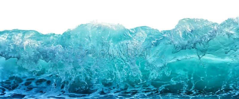 Duża błękitna burzowa morze fala odizolowywająca na białym tle Klimat natury pojęcie Frontowy widok obraz royalty free