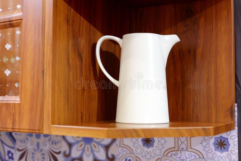 Duża bielu mleka filiżanka, adobe rgb zdjęcia stock