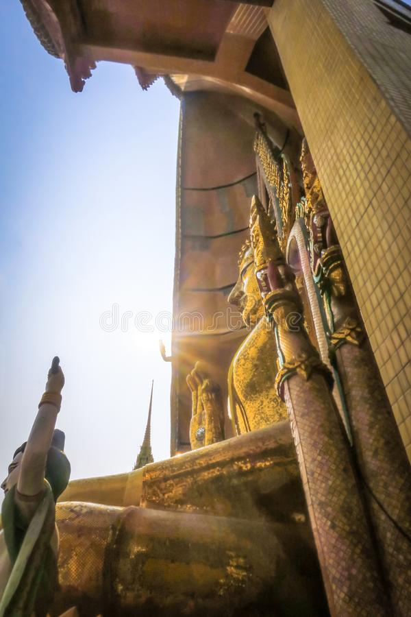 Duża Buddha statua przy Wata Tham Sua jamy Tygrysią świątynią Kanchanabu zdjęcia royalty free