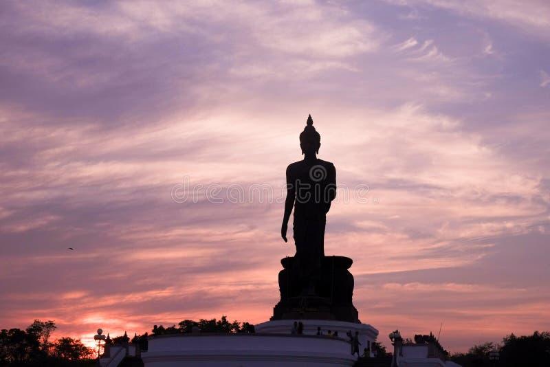 Duża Buddha statua w Salaya, Nakhon Pathom Tajlandia zdjęcie royalty free