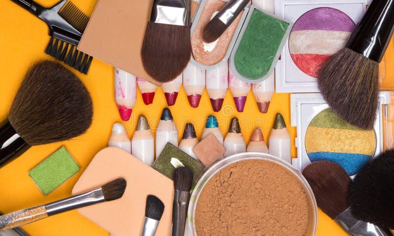 Duża kolekcja różni makeup kosmetyki zdjęcia stock