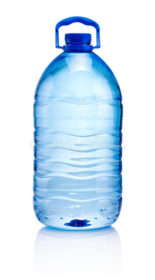 Duża plastikowa butelka odizolowywająca na białym backgroun woda pitna zdjęcia stock