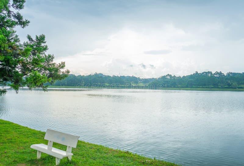 Duża Pongour siklawa blisko Da Lat miasta, VietnamBeautiful krajobraz przy Dalat wsią dla eco wycieczki turysycznej zdjęcie stock
