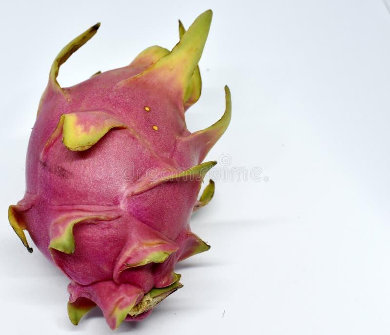 Duża różowa smok owoc na białym tle zdjęcie royalty free