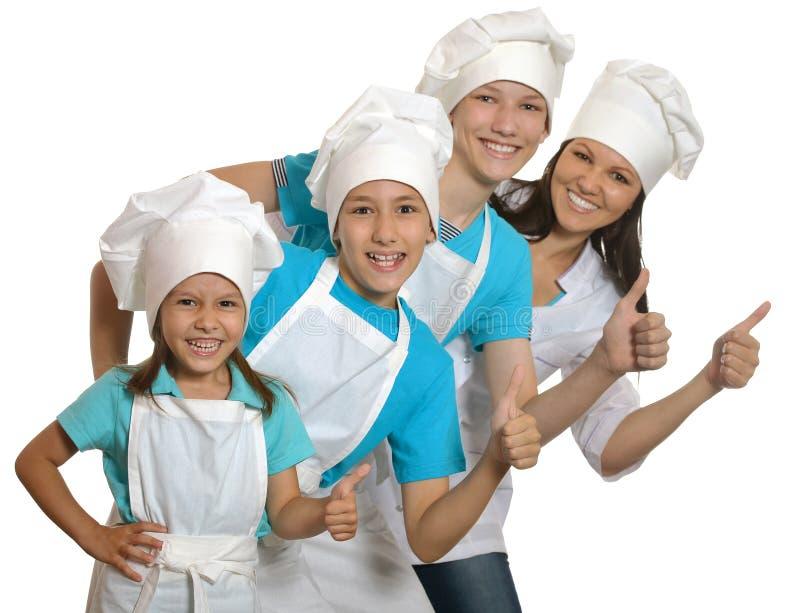 Duża szczęśliwa rodzina jest ubranym fartuchy fotografia stock
