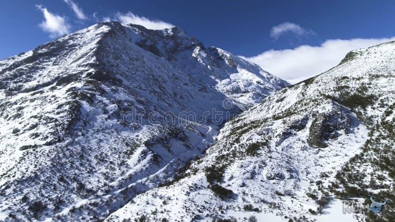 duże snowing góry obraz stock