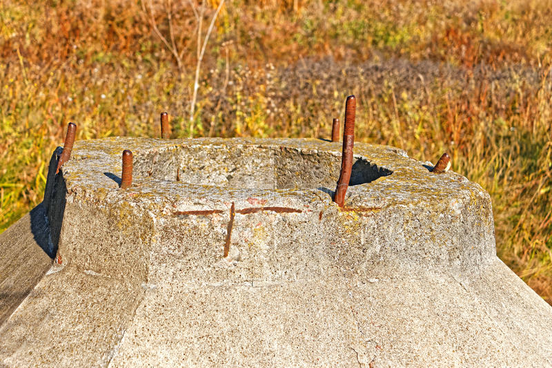 Dużego betonu zaniechana budowa outdoors obraz stock