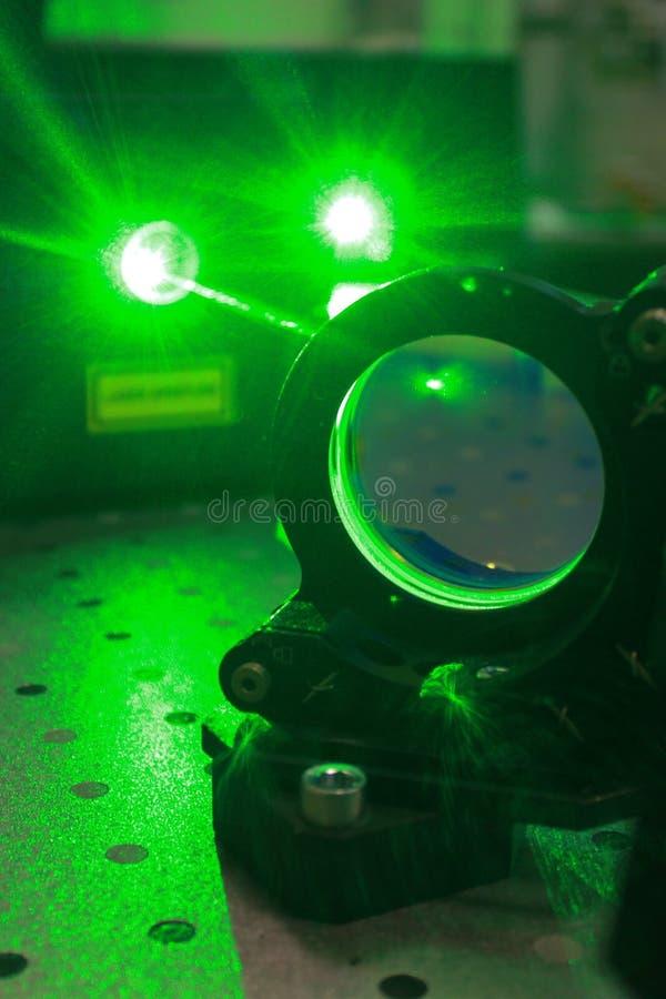 Dużej mocy zielona wiązka laserowa fotografia royalty free