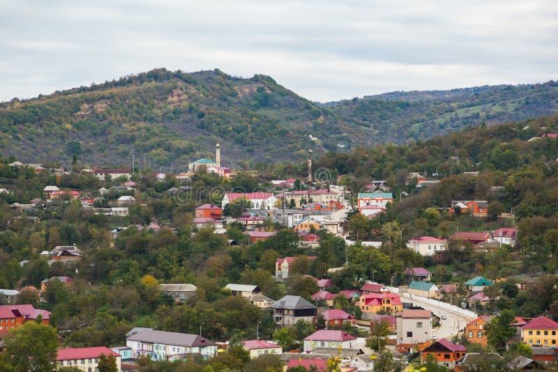 Dużej wysokości wioska w Czeczenia - jurta zdjęcia royalty free