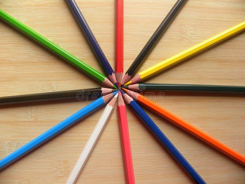 Dużo barwią ołówki układających w okręgu obrazy royalty free